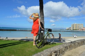 A beautiful day to explore by bike in Waikiki